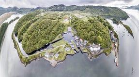 美丽的历史的港口村庄Crinan -打开第02部分的锁的鸟瞰图 免版税库存照片