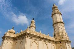美丽的双塔清真寺在斯赫里朗格阿帕特塔纳,卡纳塔克邦,印度 免版税库存照片