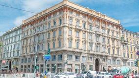 美丽的古迹-在波尔塔Venezia timelapse附近的Palazzo Luraschi街道视图  股票视频