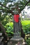 美丽的古铜色Jizo雕象的图片在上野公园,东京 库存图片