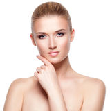 美丽的可爱的年轻白肤金发的妇女 库存图片