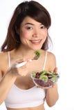 美丽的吃果子女孩健康日本沙拉 免版税库存照片