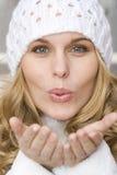美丽的吹的亲吻妇女 库存图片
