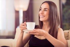 美丽的咖啡杯藏品妇女 库存照片