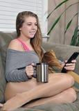 美丽的咖啡生存杯子空间妇女年轻人 库存照片