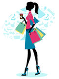 美丽的咖啡购物妇女 免版税库存图片
