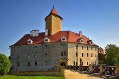 美丽的哥特式城堡Veveri 市布尔诺水坝的布尔诺 南摩拉维亚-捷克-中欧 免版税图库摄影