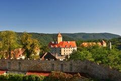 美丽的哥特式城堡Veveri 市布尔诺水坝的布尔诺 南摩拉维亚-捷克-中欧 免版税库存图片