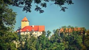 美丽的哥特式城堡Veveri 市布尔诺水坝的布尔诺 南摩拉维亚-捷克-中欧 免版税库存照片