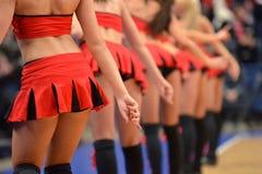 美丽的啦啦队员的腿红色服装跳舞的在是 免版税库存照片
