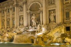 美丽的喷泉晚上罗马trevi 库存照片