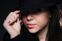 美丽的圆顶硬礼帽妇女 免版税图库摄影
