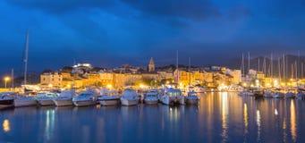 美丽的圣徒Florent镇和港口,可西嘉岛全景  免版税图库摄影