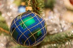 美丽的圣诞树装饰品 免版税库存图片