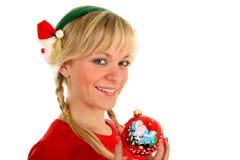 美丽的圣诞节女孩递她的藏品玩具 免版税库存图片