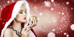 美丽的圣诞节妇女 图库摄影