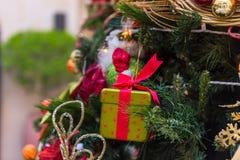 美丽的圣诞节装饰结构树 库存照片