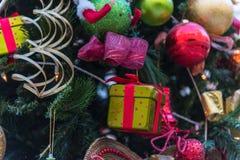 美丽的圣诞节装饰结构树 免版税图库摄影