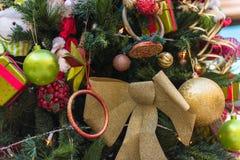 美丽的圣诞节装饰结构树 免版税库存图片