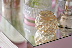 美丽的在桌上的葡萄酒玻璃烛台 库存照片