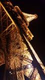 美丽的埃菲尔铁塔在晚上 库存照片