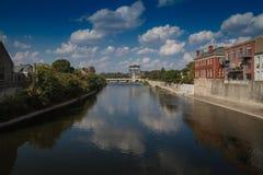 美丽的城市河 免版税图库摄影