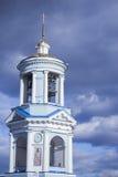 美丽的基督教会在蓝色多云天空的背景中 免版税库存图片