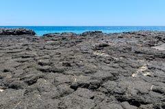 美丽的夏威夷-在考艾岛海岛上的熔岩荒野  库存照片