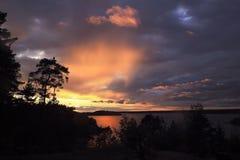 美丽的夏季具体照片 从一个海岛的海洋日落在群岛 蓝色海洋海运无缝的主题 免版税库存图片