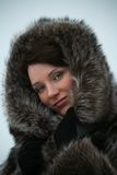 美丽的外套毛皮女孩 库存图片