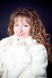 美丽的外套毛皮妇女年轻人 库存照片