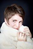 美丽的外套毛皮妇女年轻人 免版税库存照片