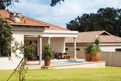 美丽的外部房子 免版税库存图片