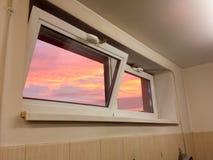 美丽的多云天空可看见的低谷窗口 图库摄影