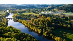 美丽的多尔多涅省河在法国 免版税库存图片