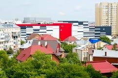 美丽的大厦在城市的中心 图库摄影