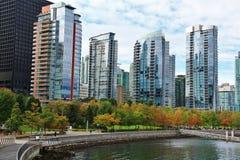 美丽的大厦,地平线,煤炭港口在温哥华市中心,不列颠哥伦比亚省 免版税库存照片
