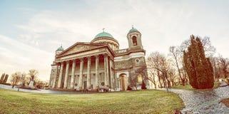 美丽的大教堂全景照片在埃斯泰尔戈姆,匈牙利 免版税库存图片