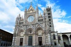 美丽的大教堂铭刻了欧洲楼层被镶嵌的意大利大理石面板siena 免版税库存图片