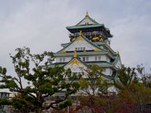 美丽的大阪城堡的看法 库存照片