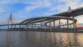 美丽的大Bhumibol桥梁/大桥梁时间间隔在河 股票录像