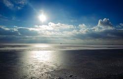 美丽的天空和云彩在亚速号海 图库摄影