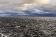美丽的天空和云彩在波罗的海 图库摄影