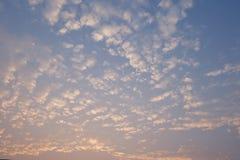 美丽的天空和云彩早晨 免版税库存图片