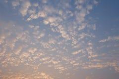 美丽的天空和云彩早晨 免版税库存照片
