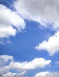 美丽的天空和白色云彩 免版税图库摄影