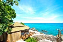 美丽的天空和看海滩视图 免版税库存图片