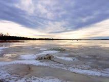 美丽的天空和冻海 图库摄影