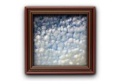 美丽的天空的图象在照片木头框架的 免版税库存照片