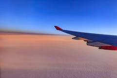 美丽的天空,当旅行通过飞机时 免版税库存图片